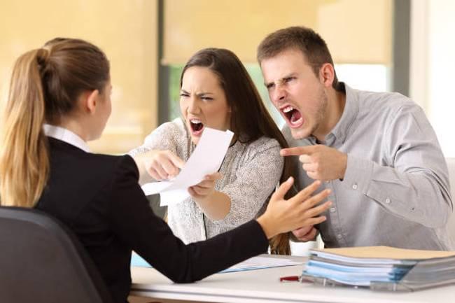 angry-customers-woman-man