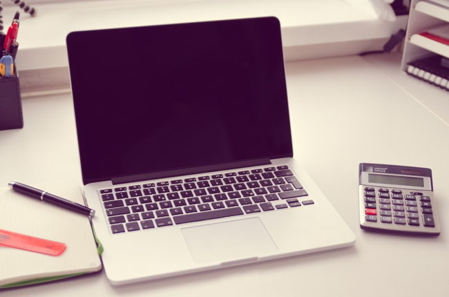 laptop-work-desk-calculator