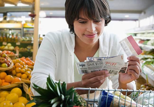 woman-shopping-coupon